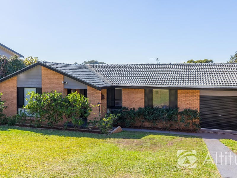 4 Wyera Crescent, Carey Bay