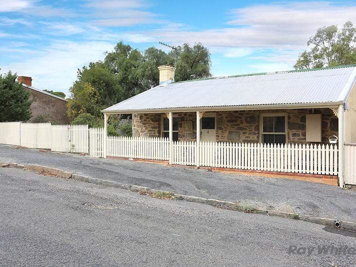 4 Bridge East Street, Burra, SA 5417