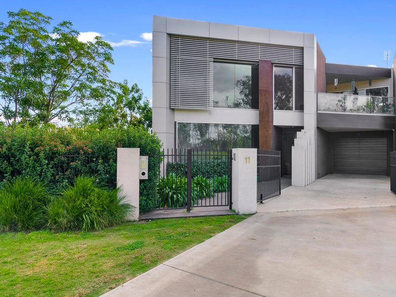 11 Anzac Avenue, Tocumwal, NSW 2714