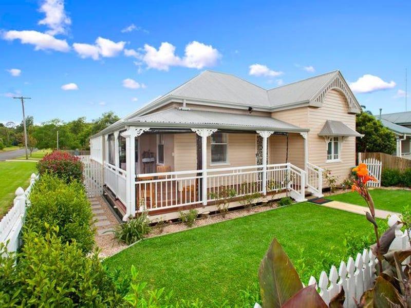 30 Dunmore Street, East Toowoomba, Qld 4350