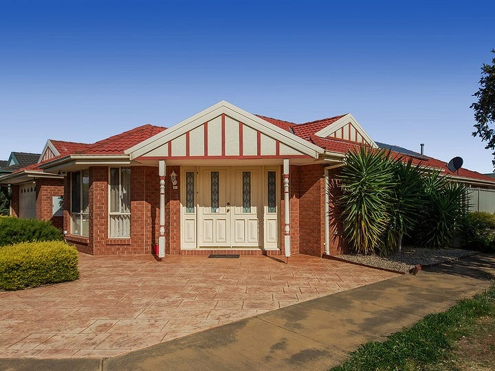 16 Castlemaine Way, Caroline Springs, Vic 3023