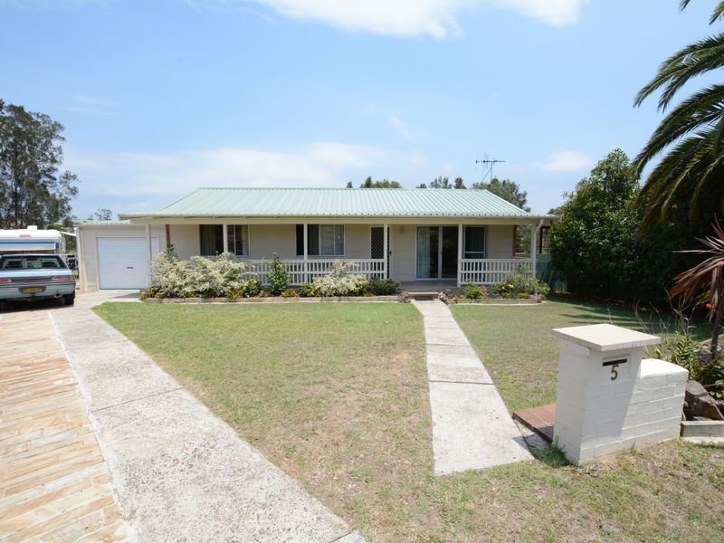5 Gannet Crescent, Old Bar, NSW 2430