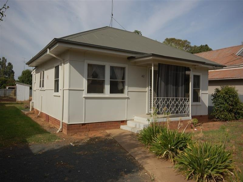42 Ferrier Street, Lockhart, NSW 2656