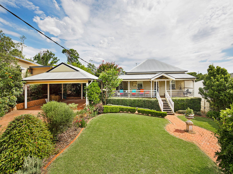 18 Pierce Street, South Toowoomba, Qld 4350