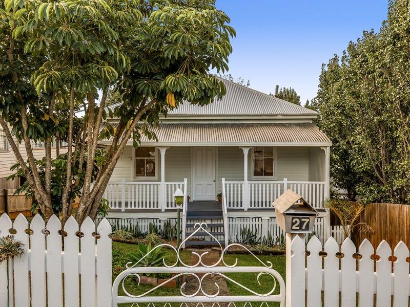 27 Christmas Street, North Toowoomba, Qld 4350