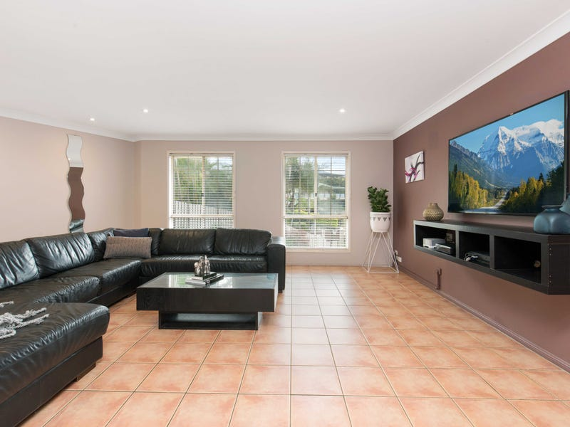 9 Fiddle Court, Arana Hills, Qld 4054