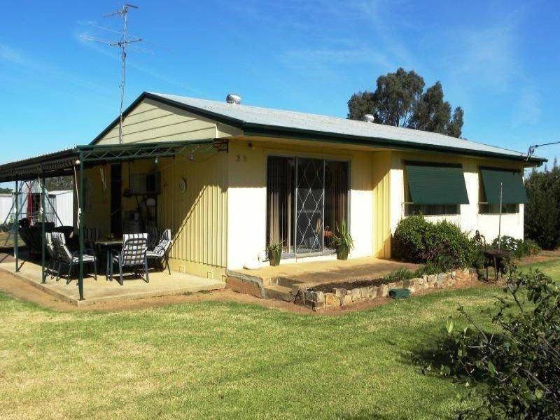 25 Talbot Street, Quandialla, NSW 2721