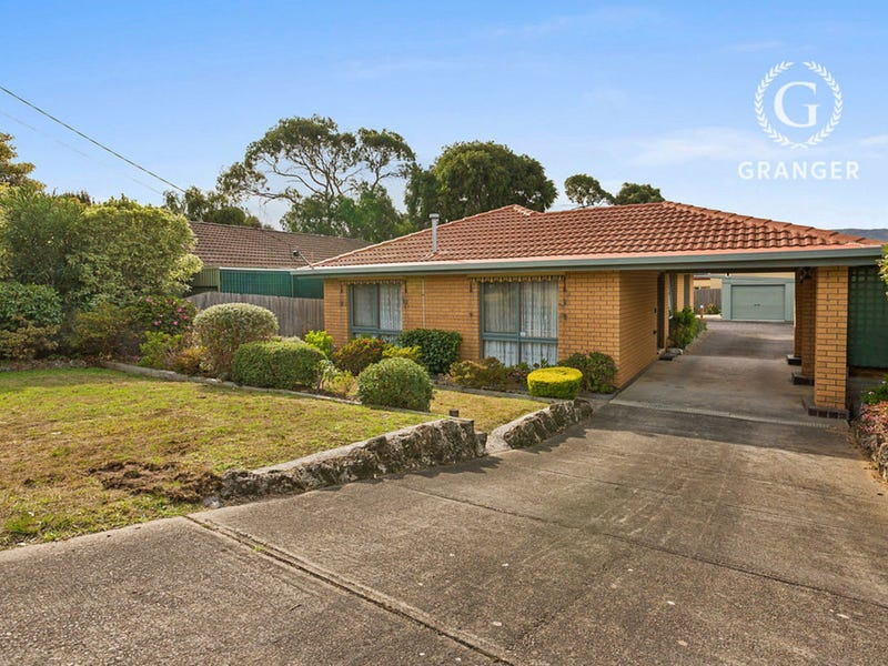 209 Ninth Avenue, Rosebud, Vic 3939