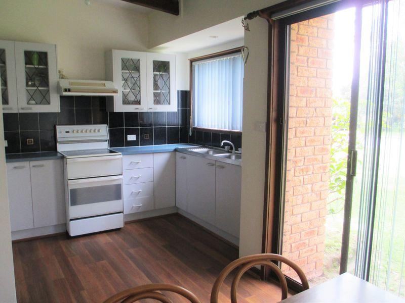 5 Jennifer Place, Moruya Heads, NSW 2537