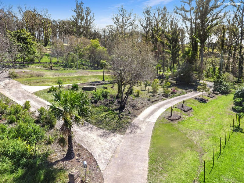 4 Figtree Close, Surf Beach, NSW 2536