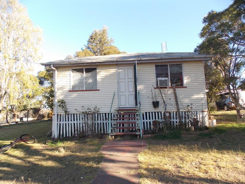 21 Arthur Street West, Nanango, Qld 4615