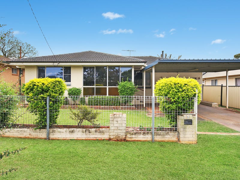 15 Quelch Street, Rockville, Qld 4350