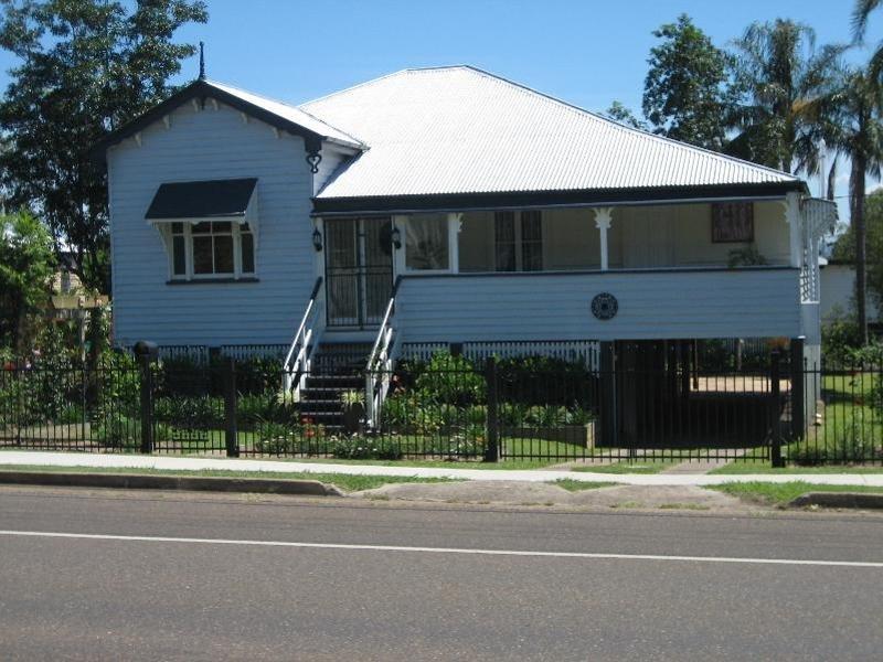 84 Glebe Road, Newtown, Qld 4305