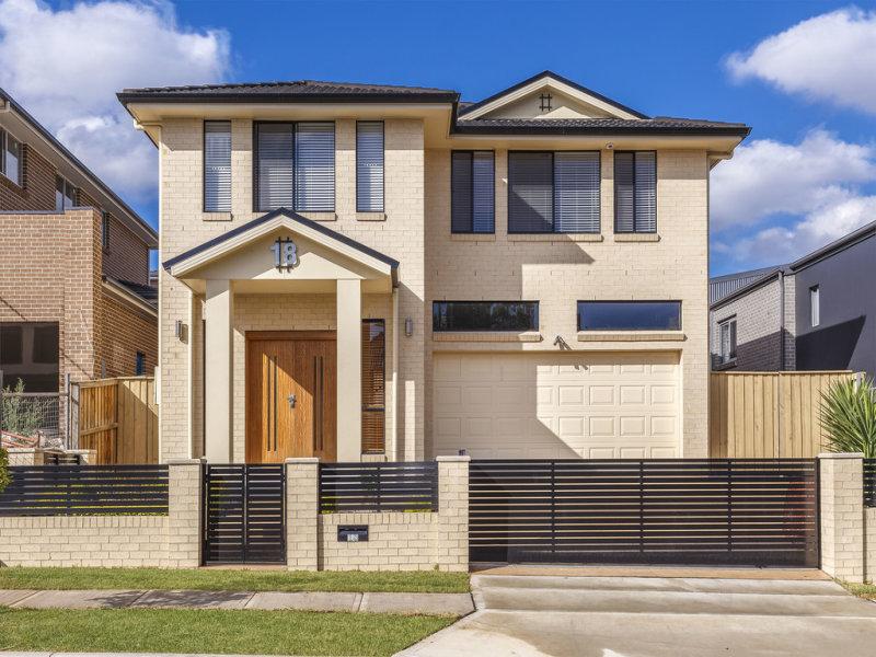 18 JONES AVENUE, Potts Hill, NSW 2143