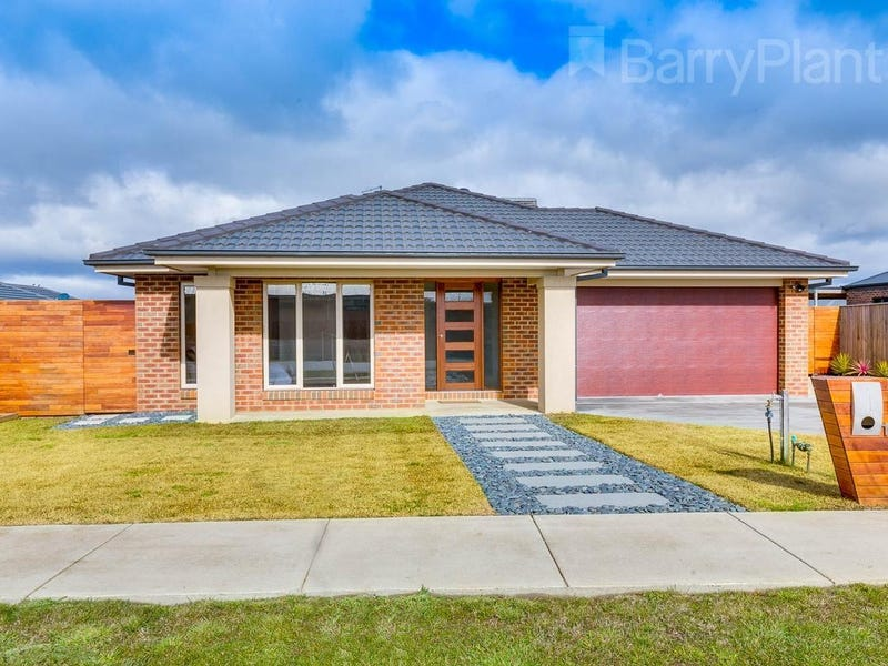 11 Greenfields Boulevard, Romsey, Vic 3434