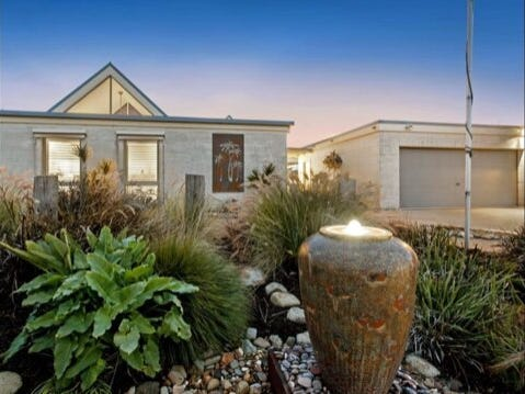 53 Country Club Drive, Safety Beach, Vic 3936