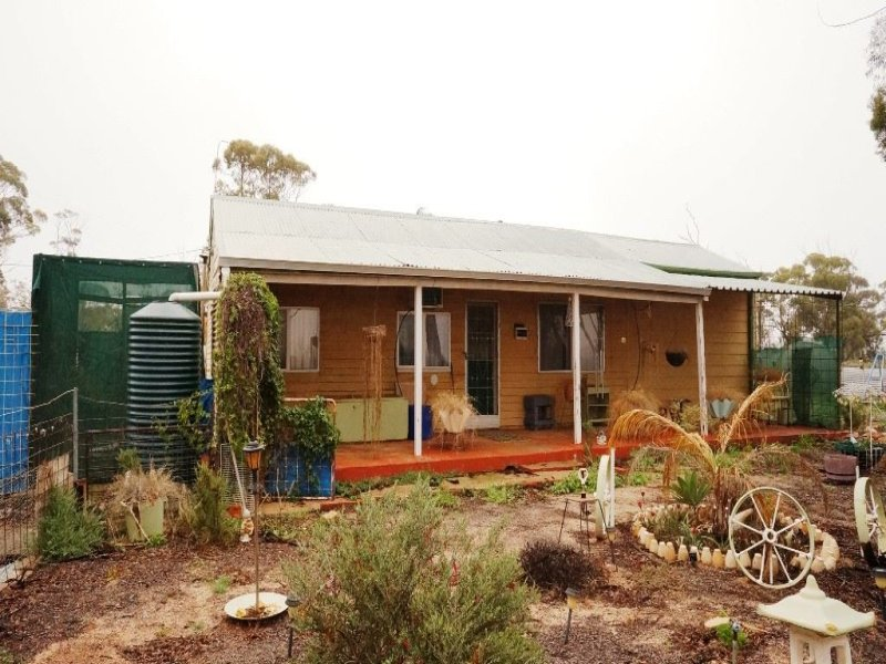 Address available on request, Warralakin, WA 6421