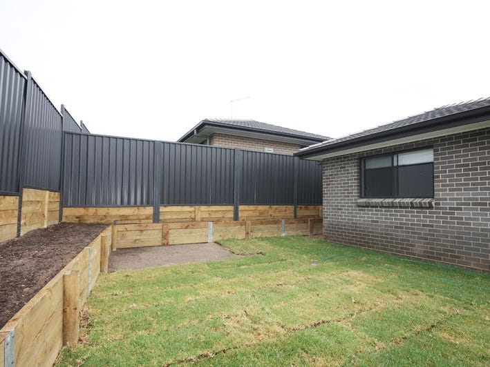 15A  CROWLEY BLVD, Claymore, NSW 2559