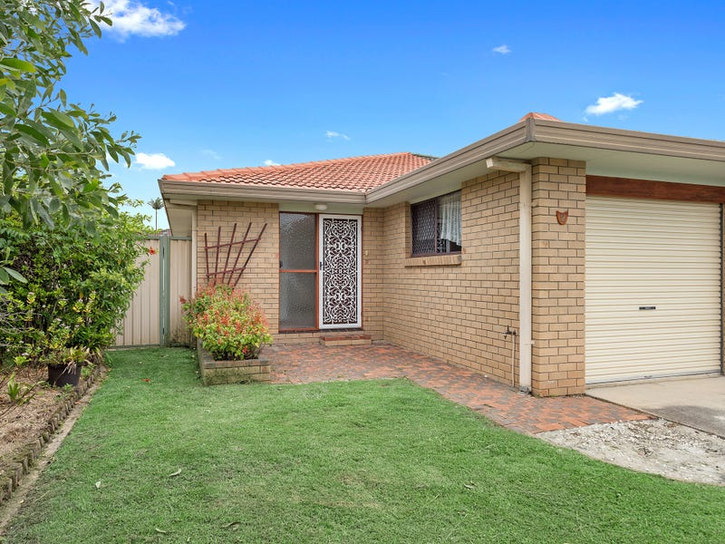 2/4 Brookside Road, Labrador, Qld 4215