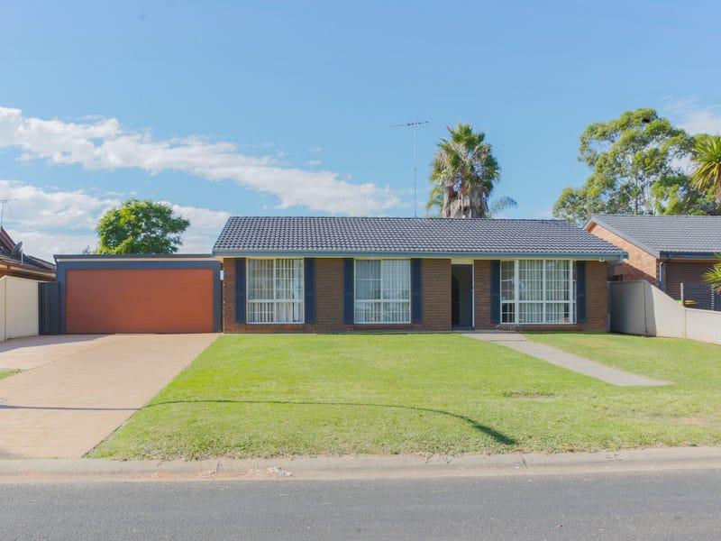 61 Lorenzo Crescent, Rosemeadow, NSW 2560