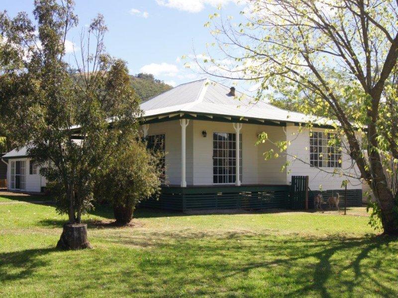 6-8 Monro Street, Woolomin, NSW 2340