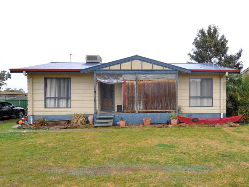 8 Percy Street, Old Junee