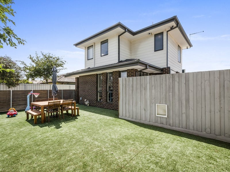 1/8 Paw Paw, Brooklyn, Vic 3012