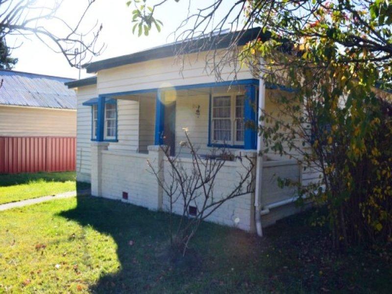 17 Ebor Street, Guyra, NSW 2365