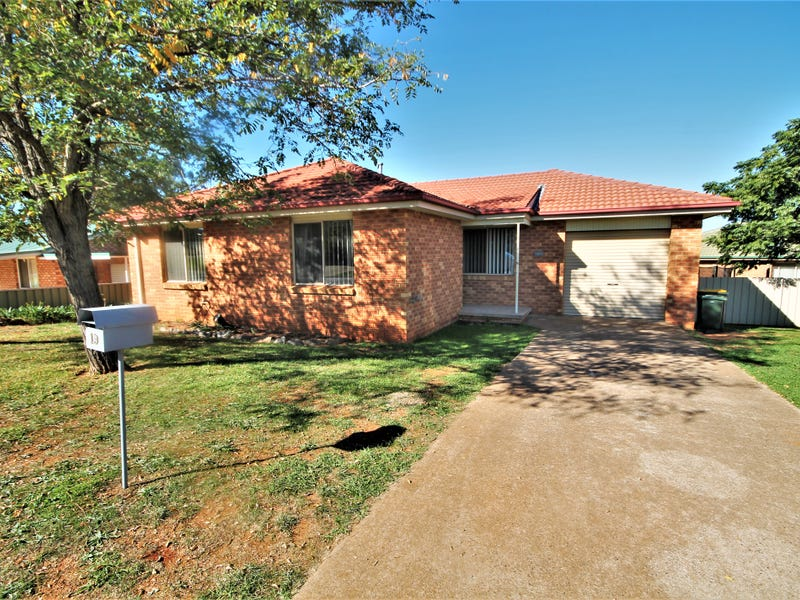 19 Hargreaves Crescent, Young, NSW 2594
