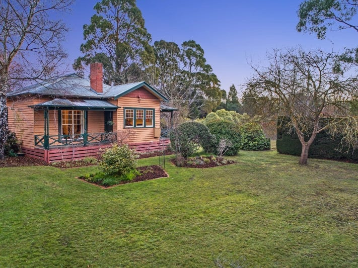 18 Corinella Road, Woodend, Vic 3442
