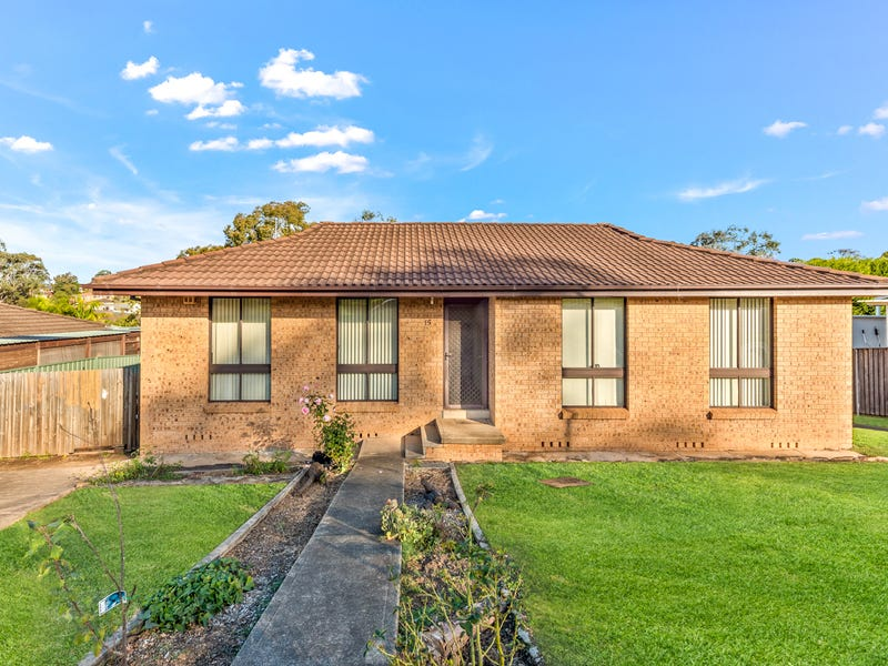 15 Brownlow Place, Ambarvale, NSW 2560