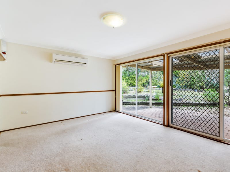 6 Amber Crescent, Point Clare, NSW 2250