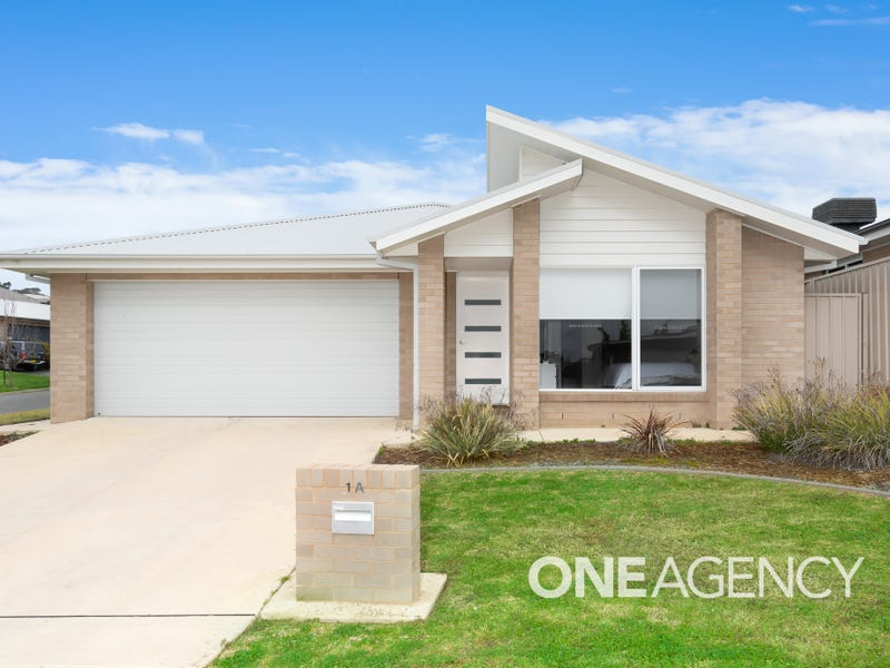 1A POOGINOOK PLACE, Bourkelands, NSW 2650