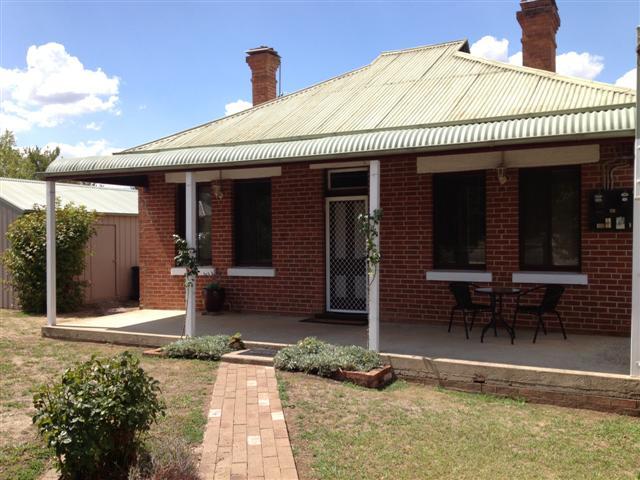 24 Fitzroy Street, Tumut, NSW 2720