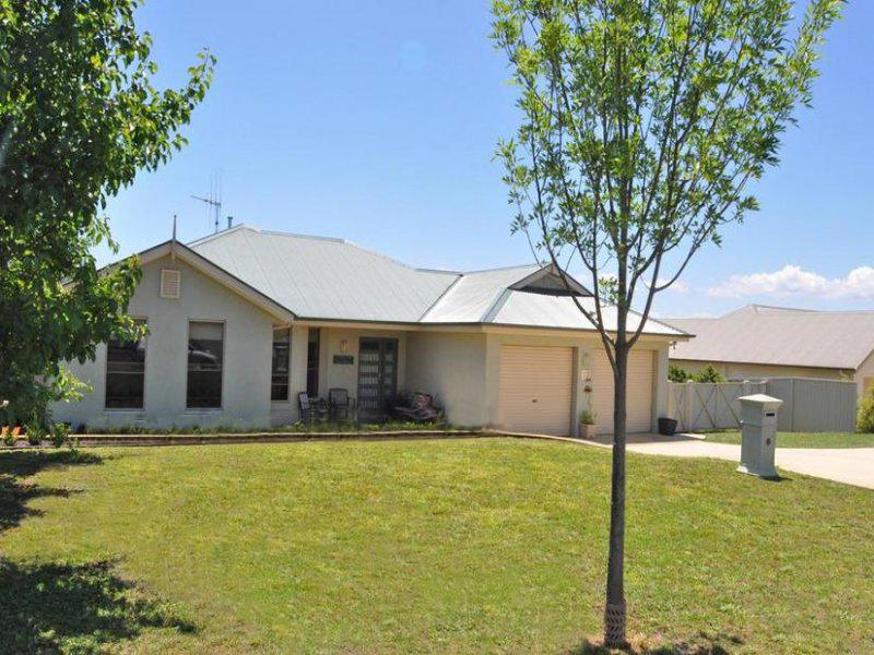 13 Carlyle Avenue, Bathurst, NSW 2795