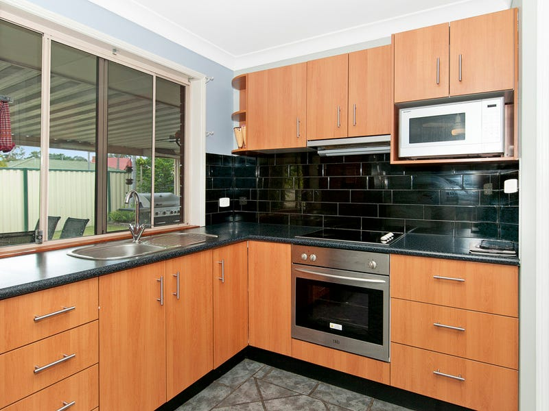 11 Clarence St, Waterford West, Qld 4133