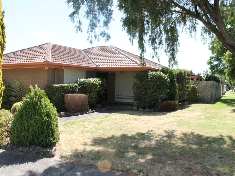 82 Circle Drive South, Cranbourne, Vic 3977