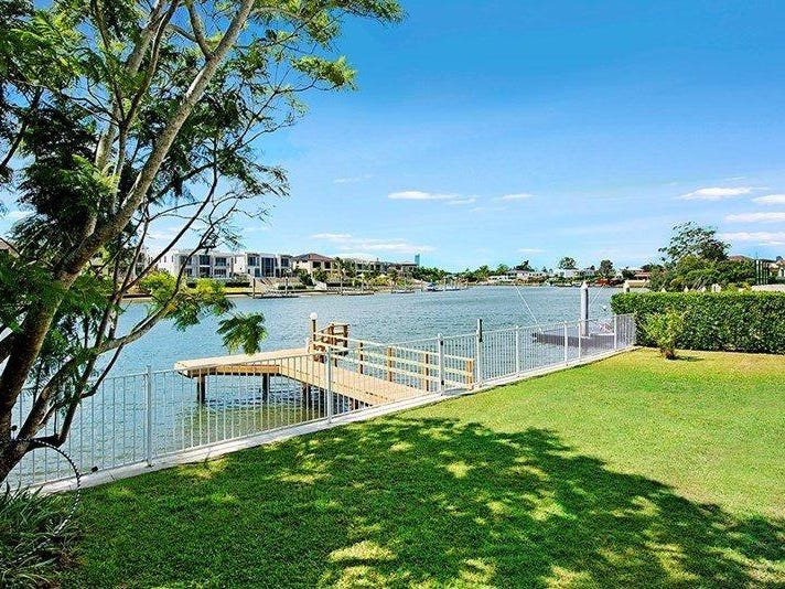 15 Namatjira Court, Broadbeach Waters
