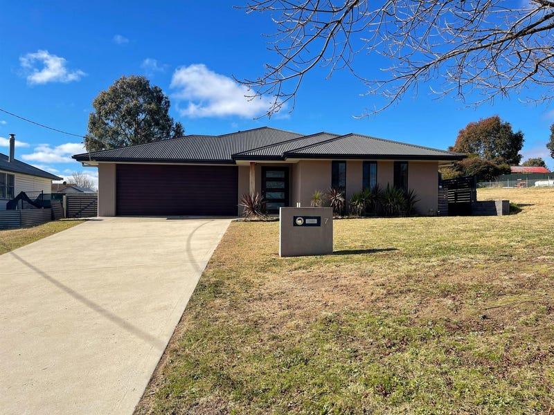 7 Prince Avenue, Uralla, NSW 2358
