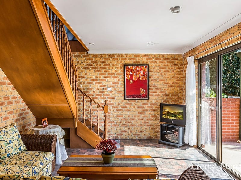 16 Beverley Avenue, Unanderra, NSW 2526
