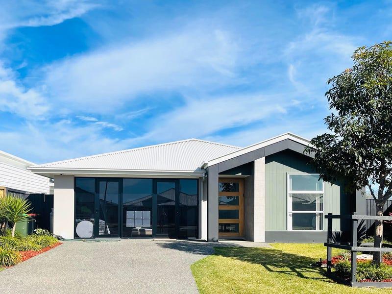 8 Seaside Drive, Lake Cathie, NSW 2445