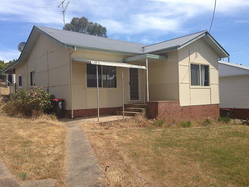 52 Clarke Street, Tumut, NSW 2720