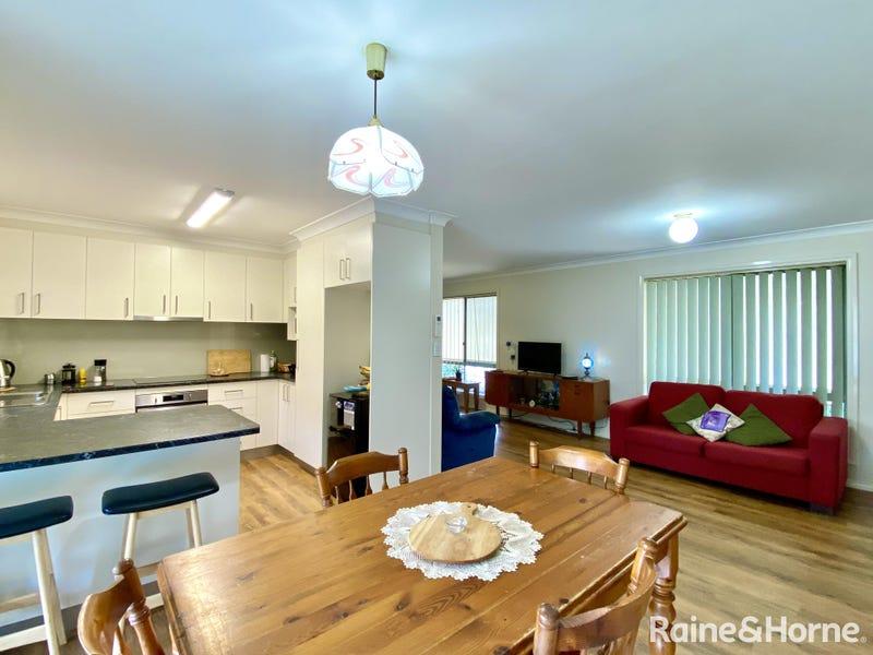 Units 1-3/44 Murringo Street, Young, NSW 2594