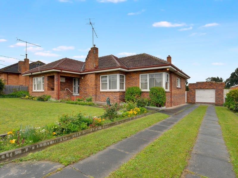 27 Chamberlain Road, Newborough, Vic 3825