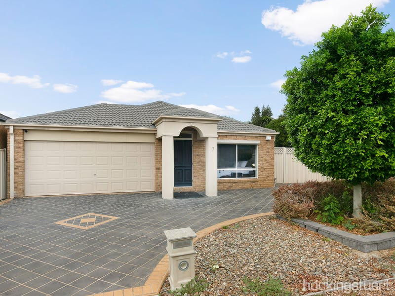 7 Lewiston Drive, Point Cook, Vic 3030