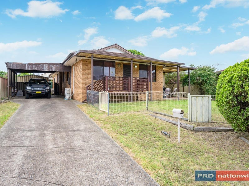 10 Falkland Place, St Andrews, NSW 2566