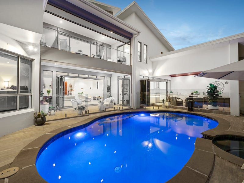 10 Saint Tropez Terrace, Sorrento, Qld 4217