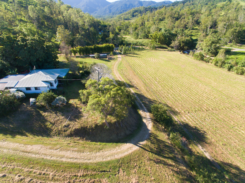 15 Thurgoods Road, Finch Hatton, Qld 4756