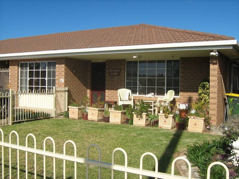 2/20 Gordon Street, Young, NSW 2594