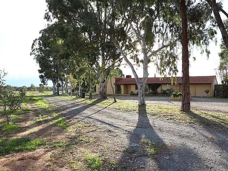 649 Campersic Road, Baskerville, WA 6056